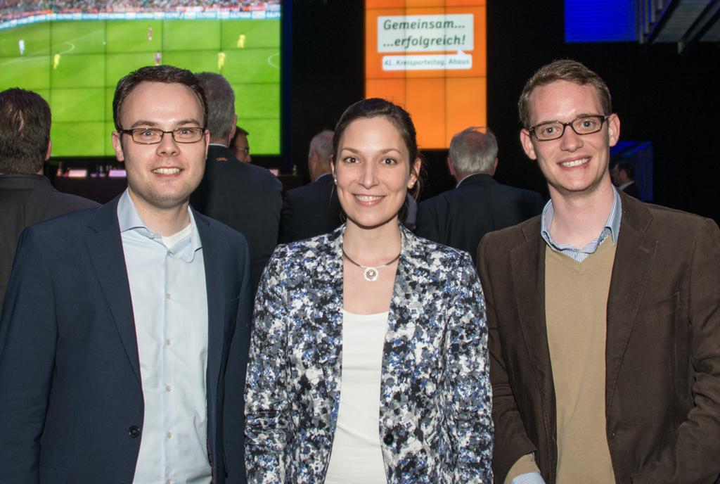 Der JU-Kreisvorsitzende Thomas Eusterfeldhaus freut sich zusammen mit Heike Wischemann und Julian Kiefmann über die für die Junge Union erfolgreichen Wahlen zum CDU-Kreisvorstand (v. l.)